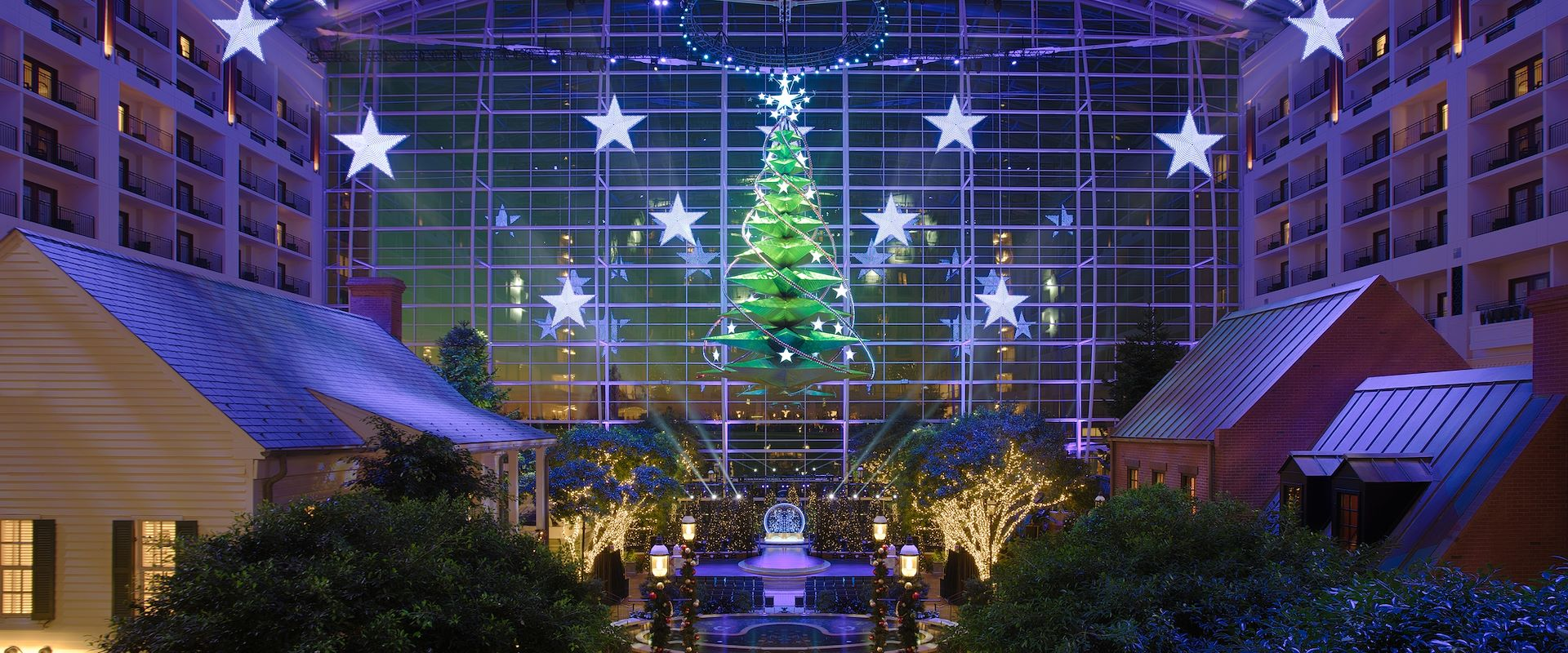 Gaylord National Atrium Christmas Tree in lights